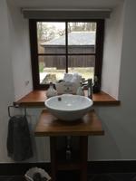 Main bathroom alt