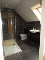 En-suite shower room alt angle