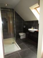 En-suite shower room alt angle